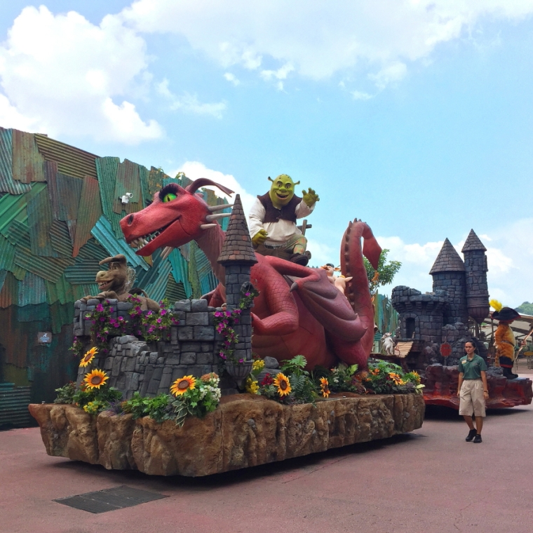 Shrek - Hollywood Dream Parade at Universal Studios Singapore