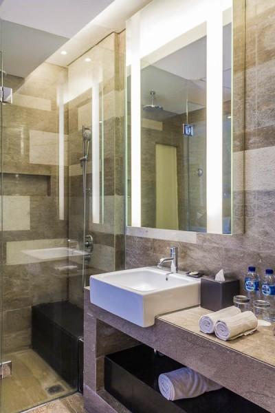 Bathroom, Deluxe Twin Room at Courtyard Marriott Nusa Dua Bali