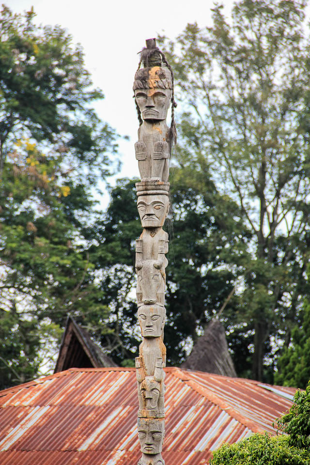 Totem pole, Tomok, Samosir, Lake Toba, Indonesia