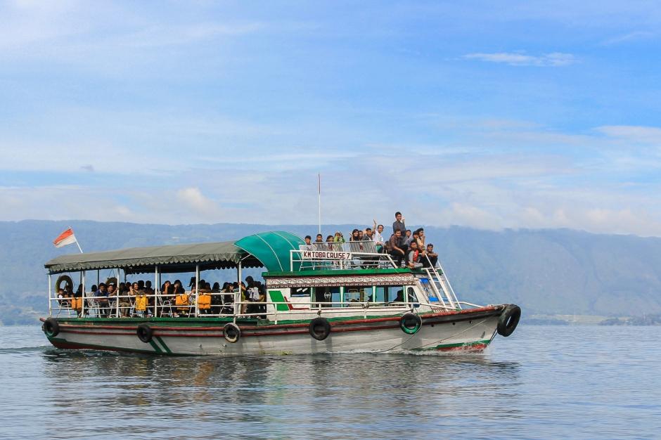 samosir-ferry-parapat-tomok