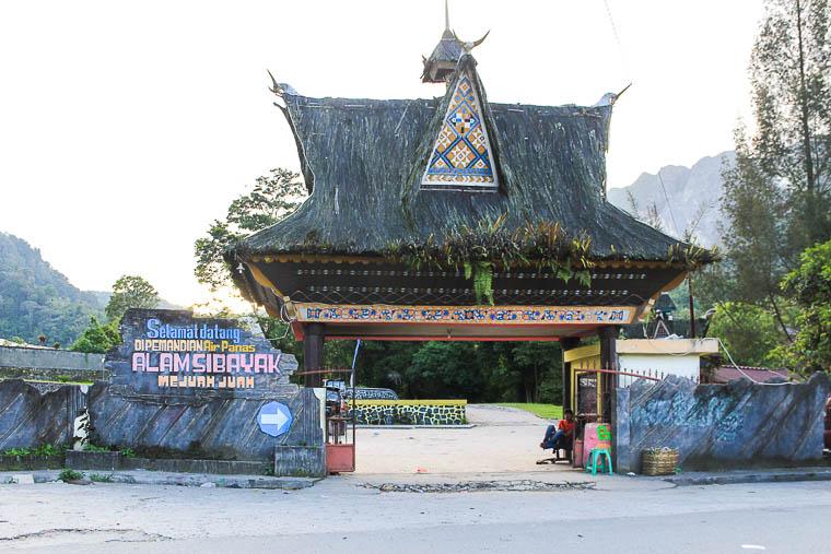Pemandian air panas Mejuah Juah, Berastagi, North Sumatera